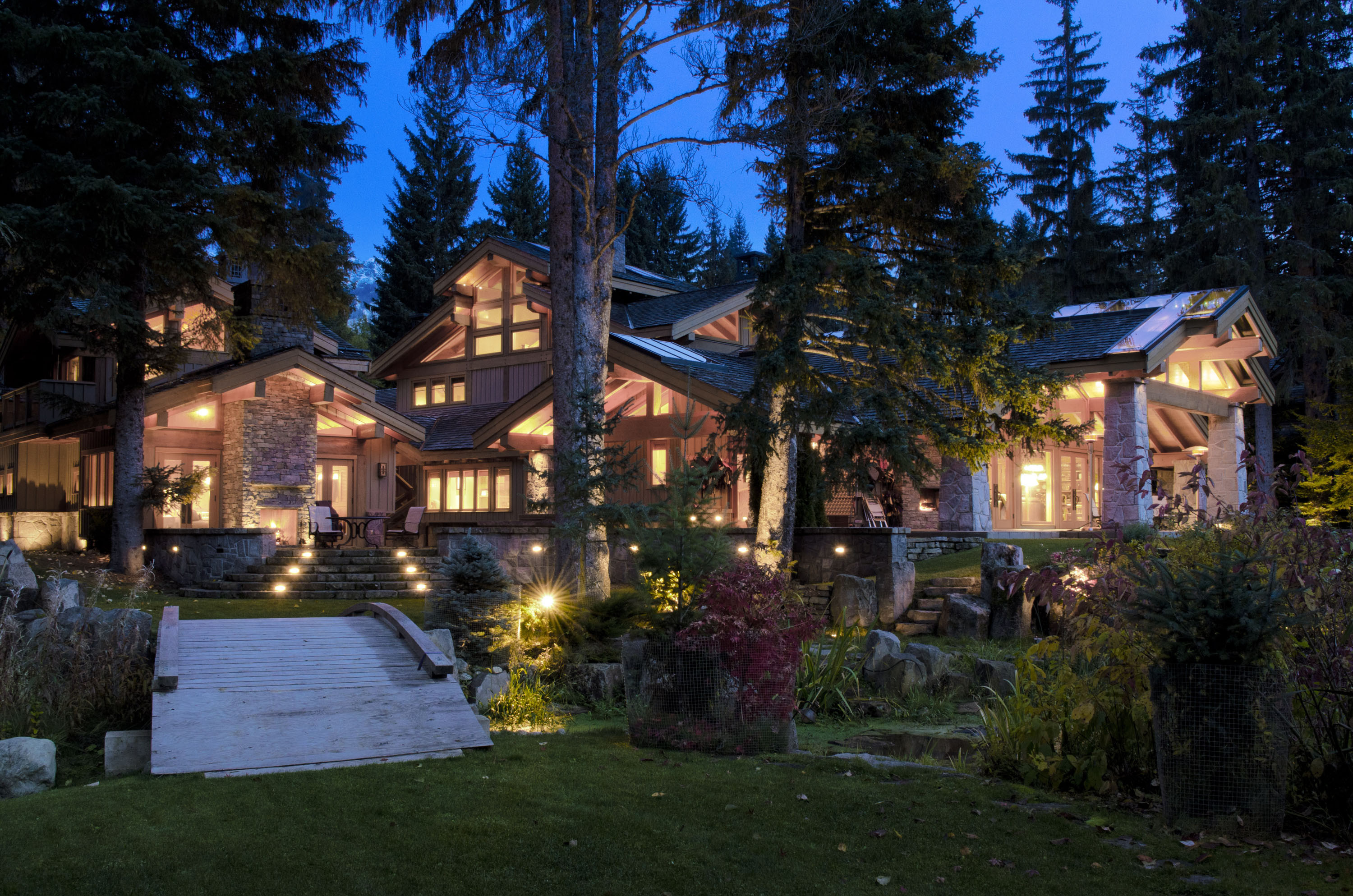 Good life connoisseur welcome to whistler for Style at home canada