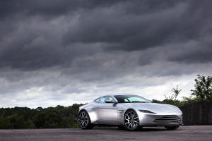 Aston-Martin-DB10-(3))